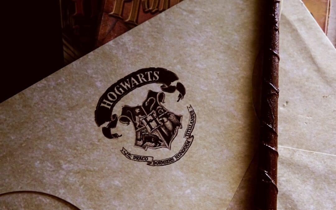 Harry Potter a rheolau ysgol Hogwarts